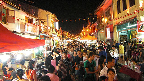 Jonker-Walk-Jalan-Hang-Jebat-at-night-crowded-470