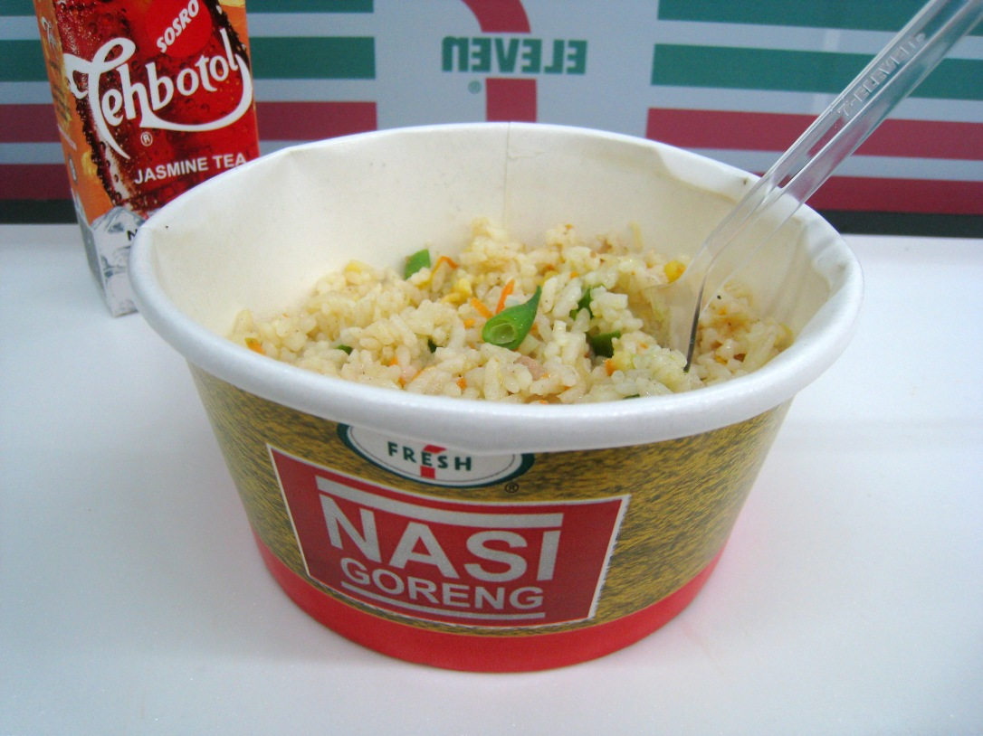 7-Eleven Microwaved Nasi Goreng with Teh Botol Serving