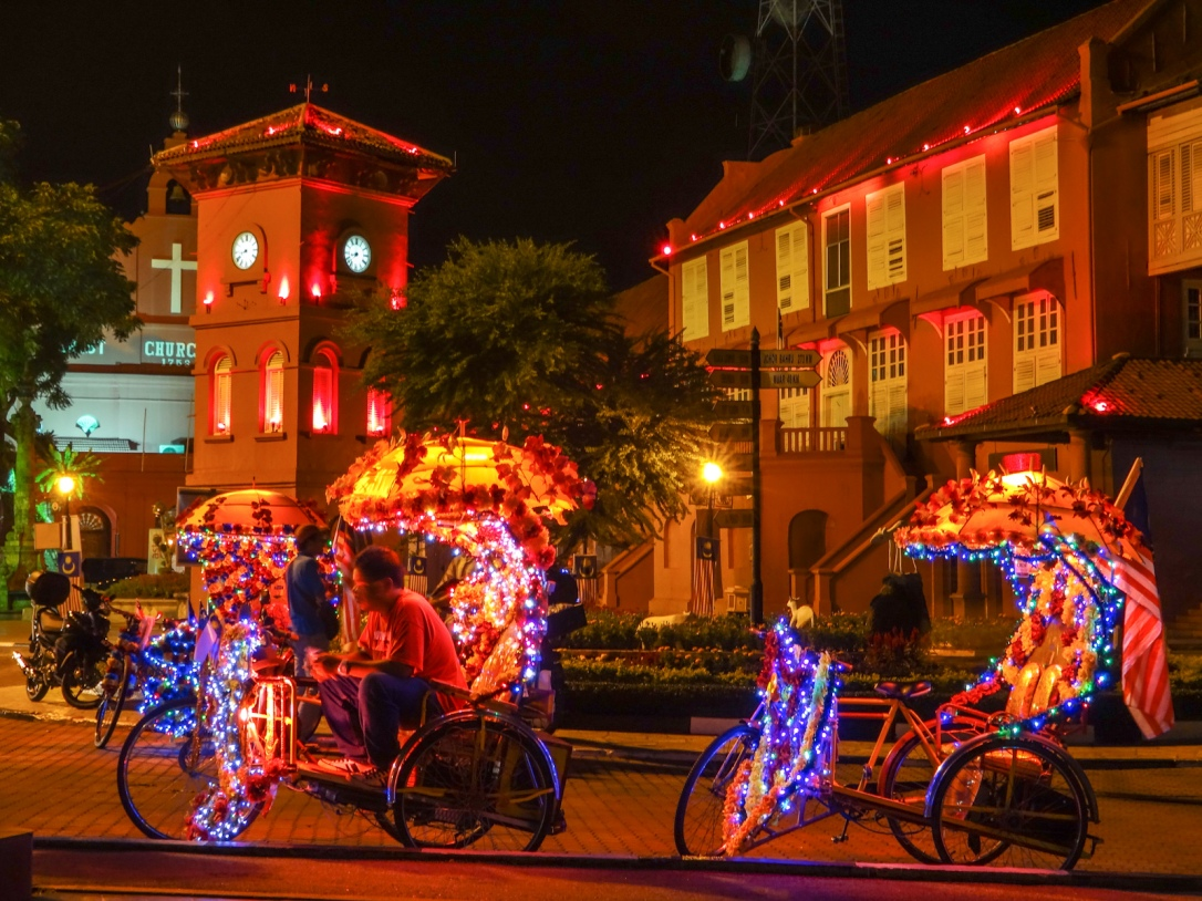 nightime-trishaw-lights-malacca