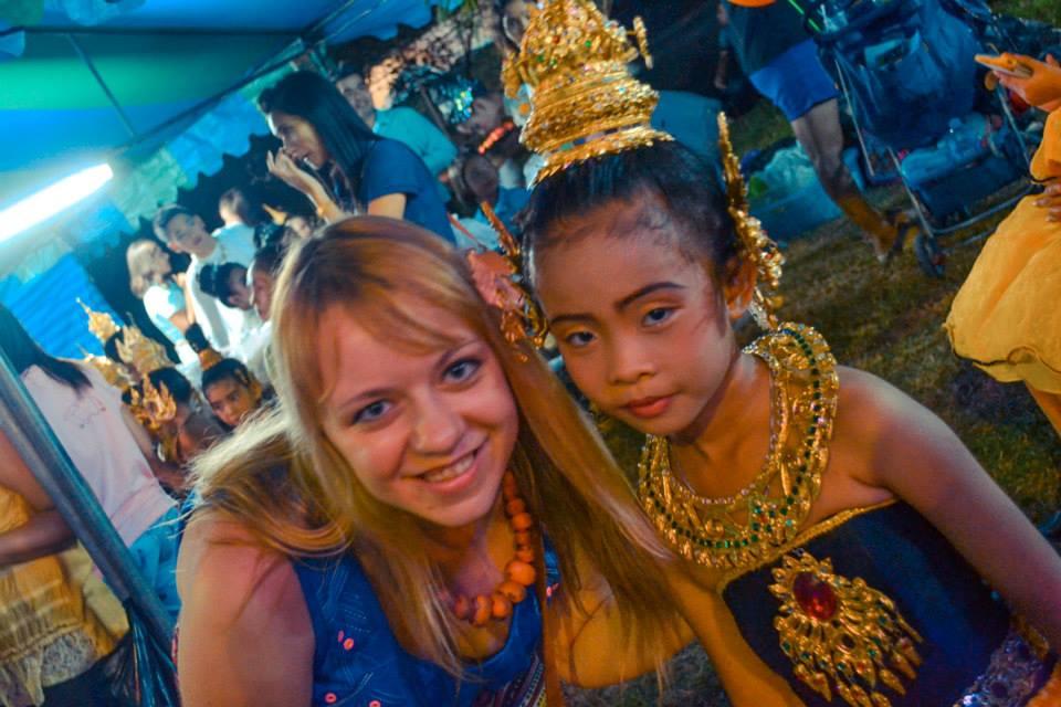 Z małą Tajką na festynie w Hat Yai.
