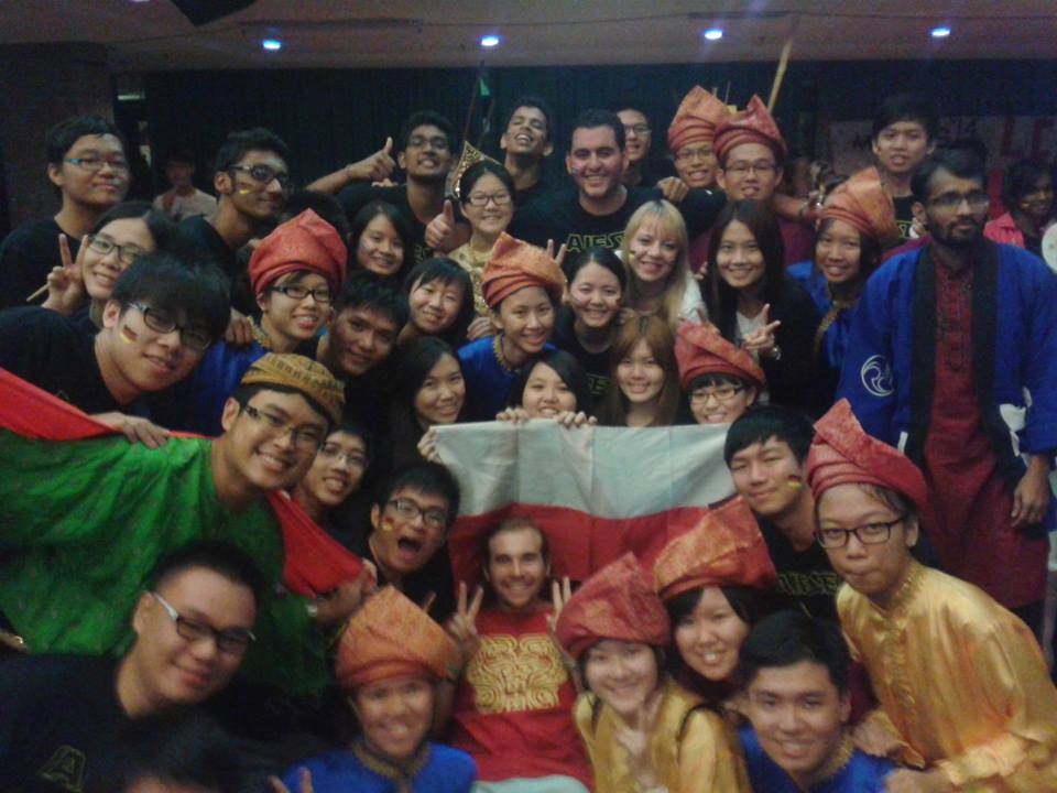 Ze studentami na jednej z konferencji na której miałam przyjemność być trenerem. Wszyscy już wiedzą, jak wygląda polska flaga :)