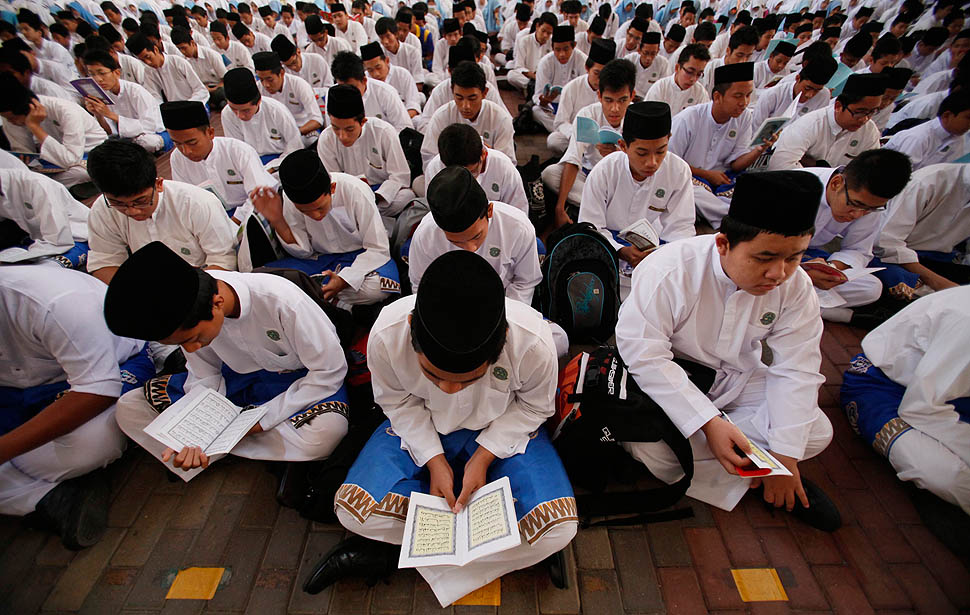 Malaysian Muslim students recite prayers ahead of Maulidur Rasul celebrations in Putrajaya