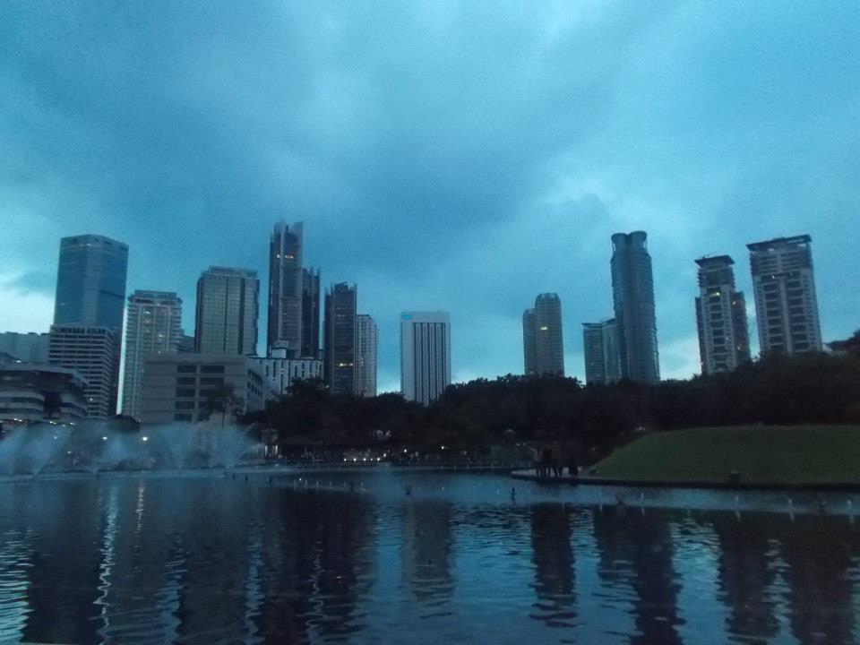 Mój ulubiony park przy wieżach Petronas. Defincja relaksu.