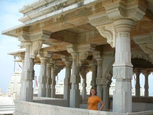 Jedna z piękniejszych świątyń w Indiach. Dżinijska świątynia na wzgórzu w stanie Gudżarat.
