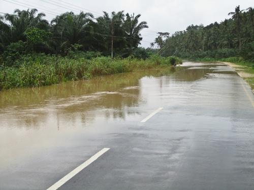 Typowe zalane drogi, aczkolwiek zawsze przejezdne.