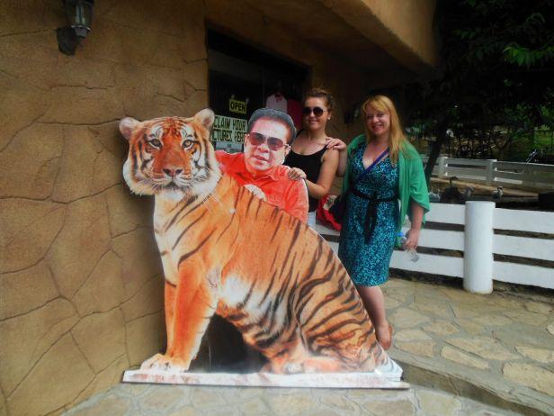 Z szacownym gubernatorem Vigan.  tygrysem.