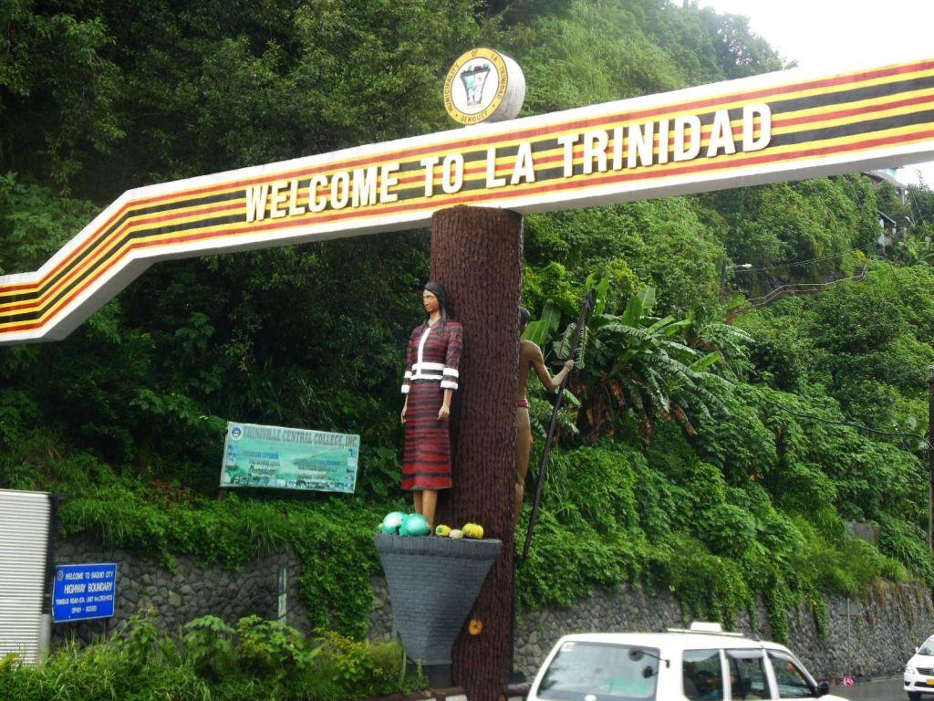 Miasteczko niedaleko Baguio, o oryginalnej nazwie.