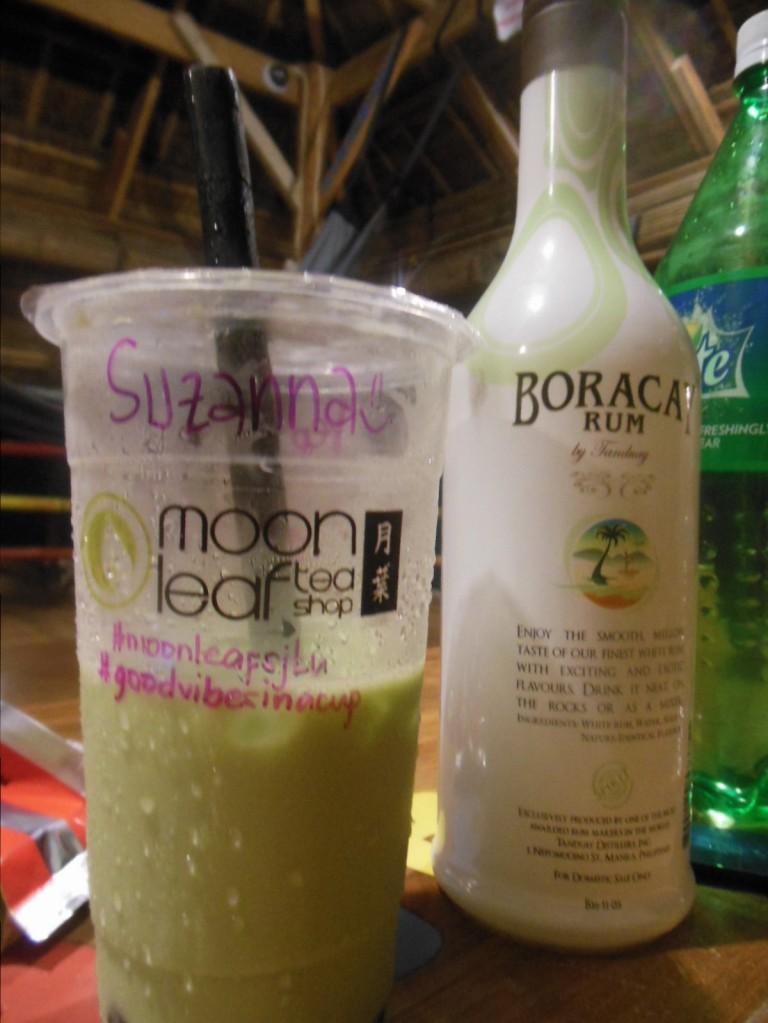 Zielona herbata i tani filipiński rum. Całkiem całkiem.