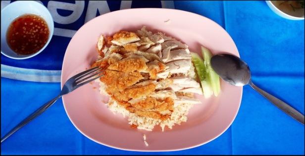 Chicken rice! To danie zawsze zjecie łyżką i widelcem.