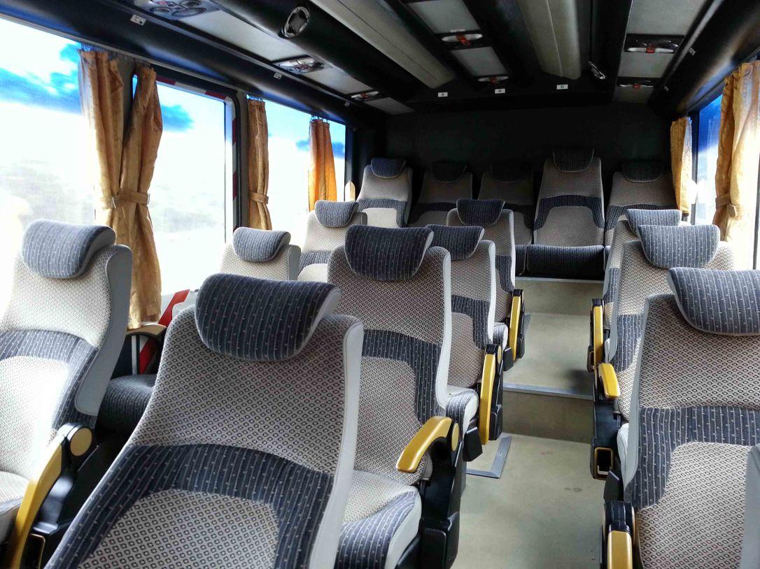 Tak wygląda wnętrze autobusu.