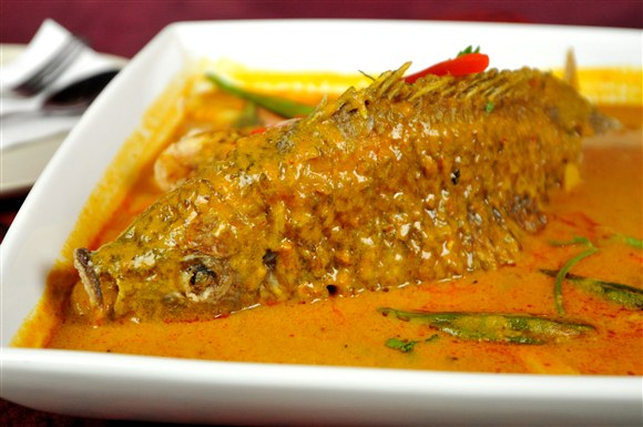 Cała ryba, grillowana i w sosie assam, ok 50RM za rybę