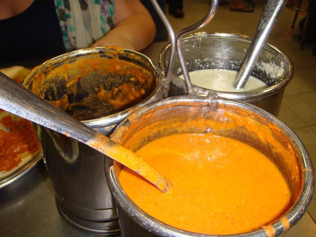 A tu nielimitowane curry do polania ryżu. Też Batu Caves.
