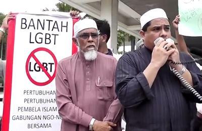 Protest anty-LGBT pod meczetem