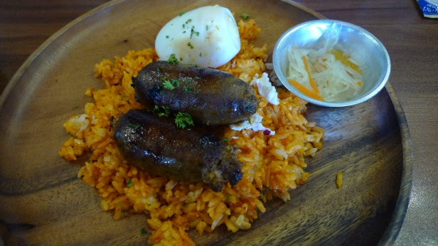 Po filipińsku - longanisa (kiełbaska) i ryż na śniadanie
