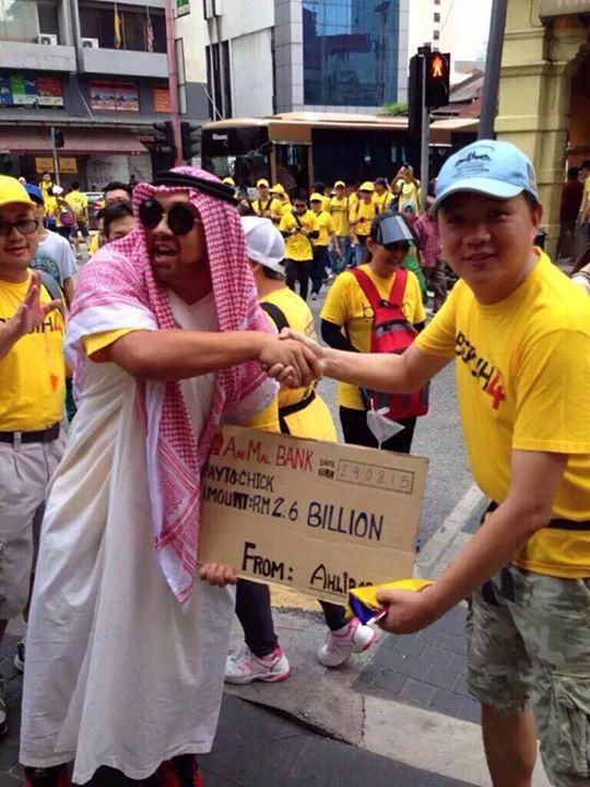 """Wspomniana """"dotacja"""" pochodziła od """"zaprzyjaźnionego kraju z Bliskiego Wschodu"""", z czego protestujący też mieli ubaw."""