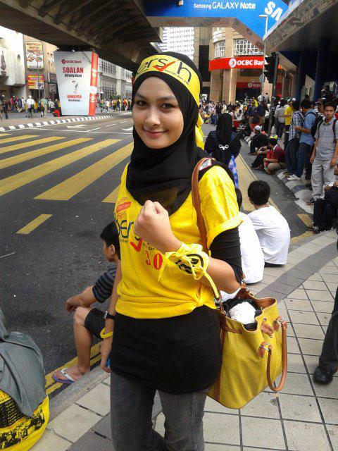 Cicha, acz zjawiskowo urocza bohaterka ruchu Bersih 4.0.