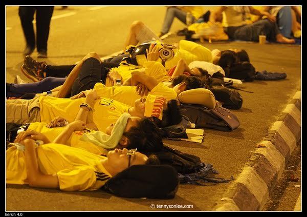 W końcu przychodził czas na sen. Noc na mieście spędziło 3-5 tys. ludzi.