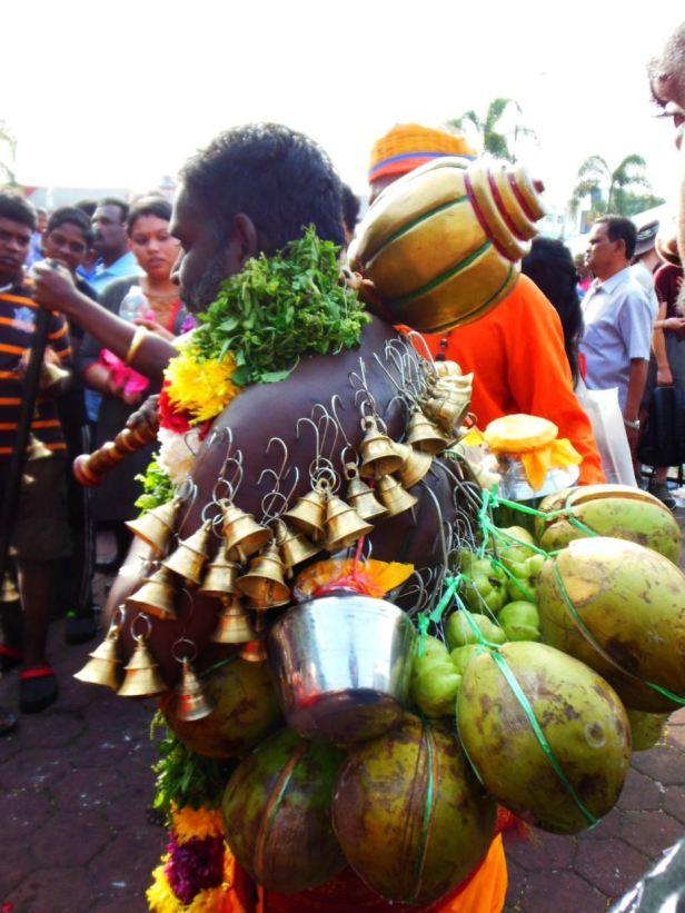 Możliwe, że to wy będziecie bardziej się gapić - np. na pielgrzymów w trakcie święta Thaipusam