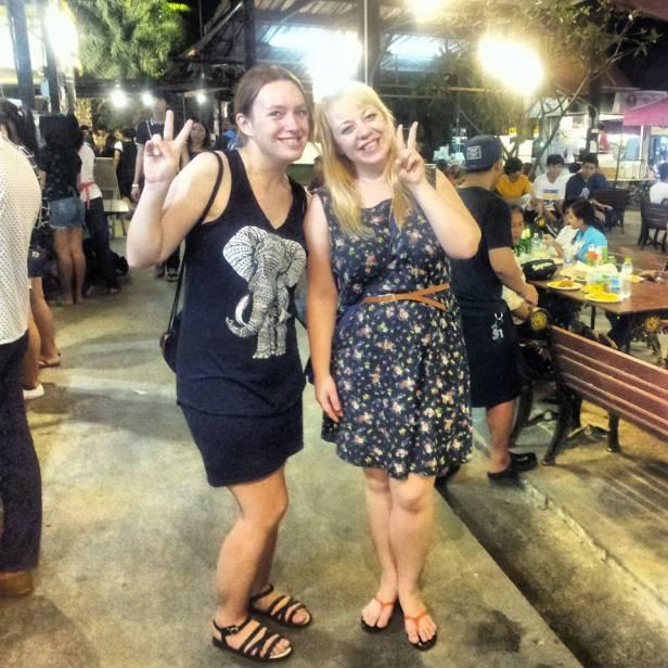 Z Beatą w jednym z foodcourtów w Bangkoku