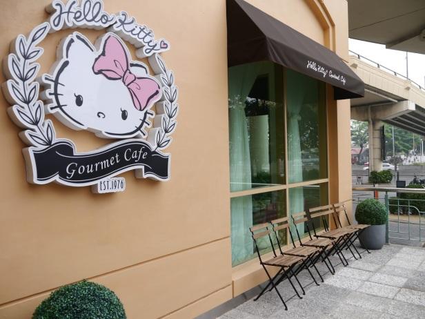 Wejście do Hello Kitty Cafe w Kuala Lumpur