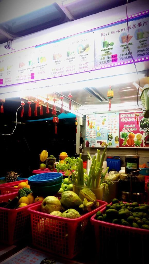 Stacja z sokami owocowymi
