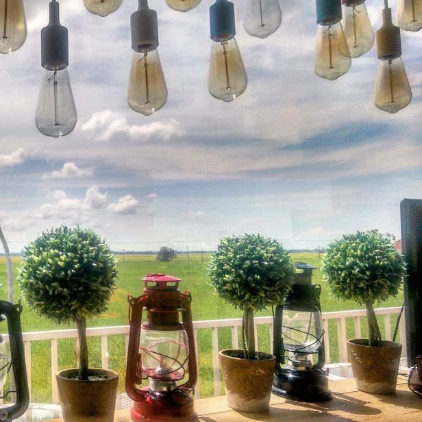 Widok z okna kafejki Padi Box