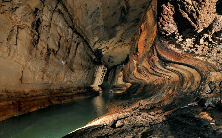 Jaskinie w Mulu